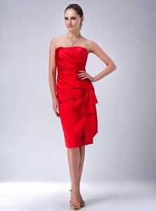 Hot Red Knee-Length Strapless Graduation Dress for Grade Eight with Ruching